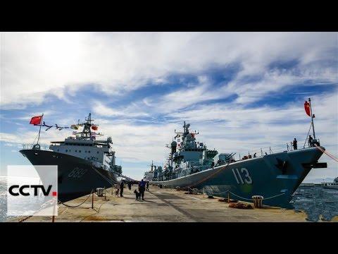 Una flota de la marina china visita Cape Town