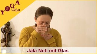 Nasenreinigung mit Salzwasser und Glas - Jala Neti Nasenspülung 3