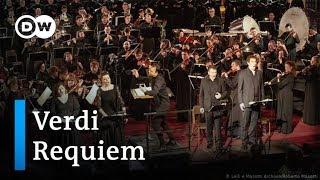 Magischer Moment: Currentzis dirigiert Requiem von Verdi | DW Deutsch