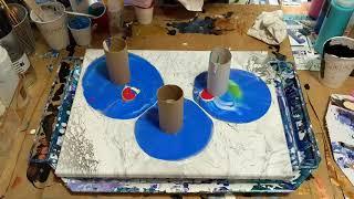 (51) Toilet paper roll pour fluid art