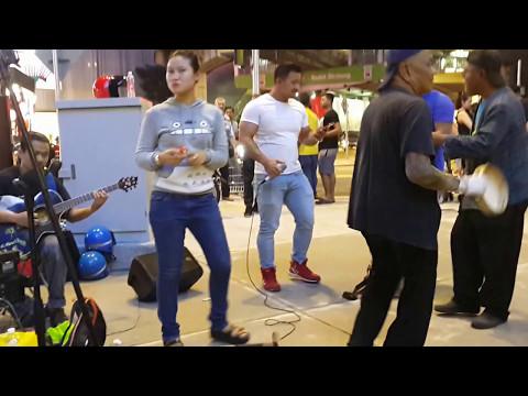 yank-Abang sado feat redeem buskers cover wali band,buat perawan dan janda teruja