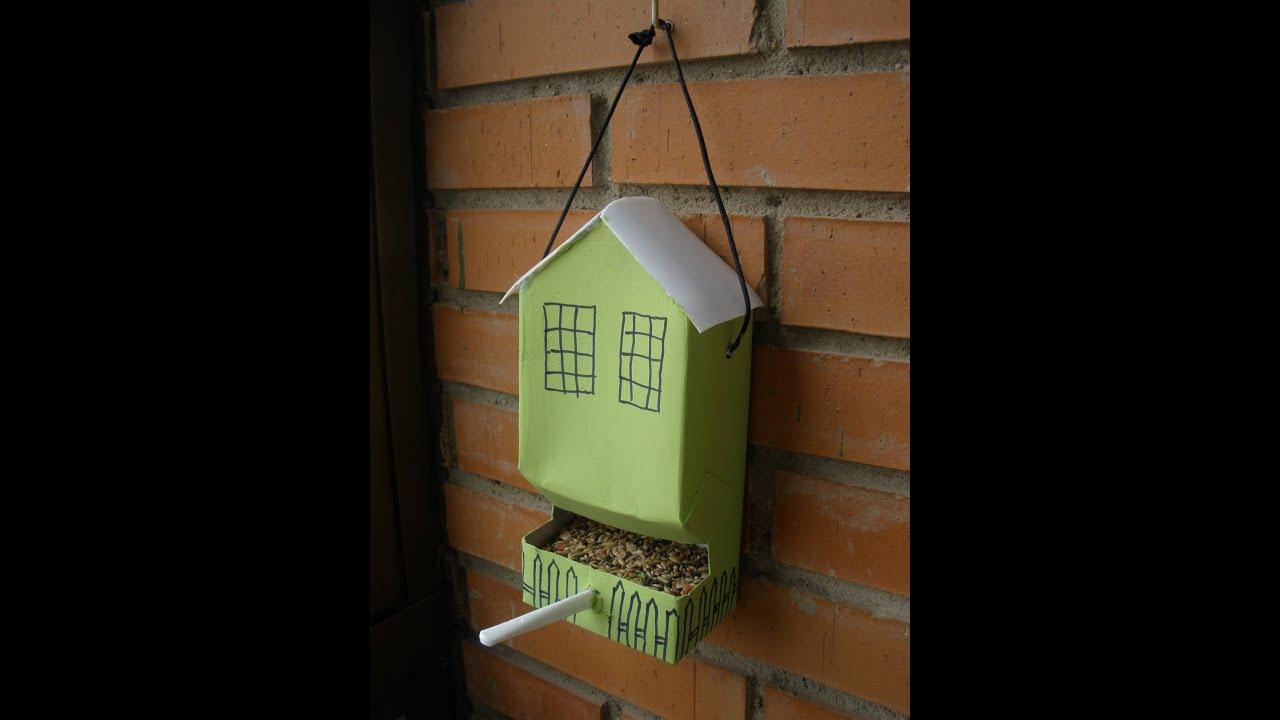 Como hacer un comedero para pajaros diy reciclado youtube - Casa para pajaros ...