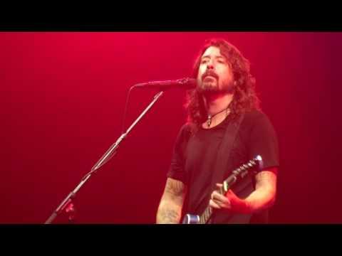 Baixar Foo Fighters - Dirty Water - Live In Paris 2017