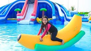 شفا تلعب في الحديقة المائية !! Rainy Day at the Playground