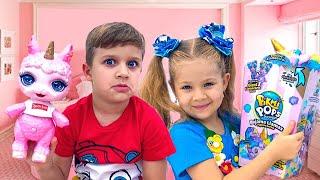 डायना बच्चो के मेकअप किट के साथ खेलती हैं