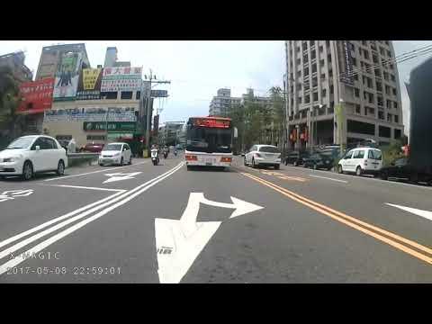 差點被闖紅燈公車從後面擊落