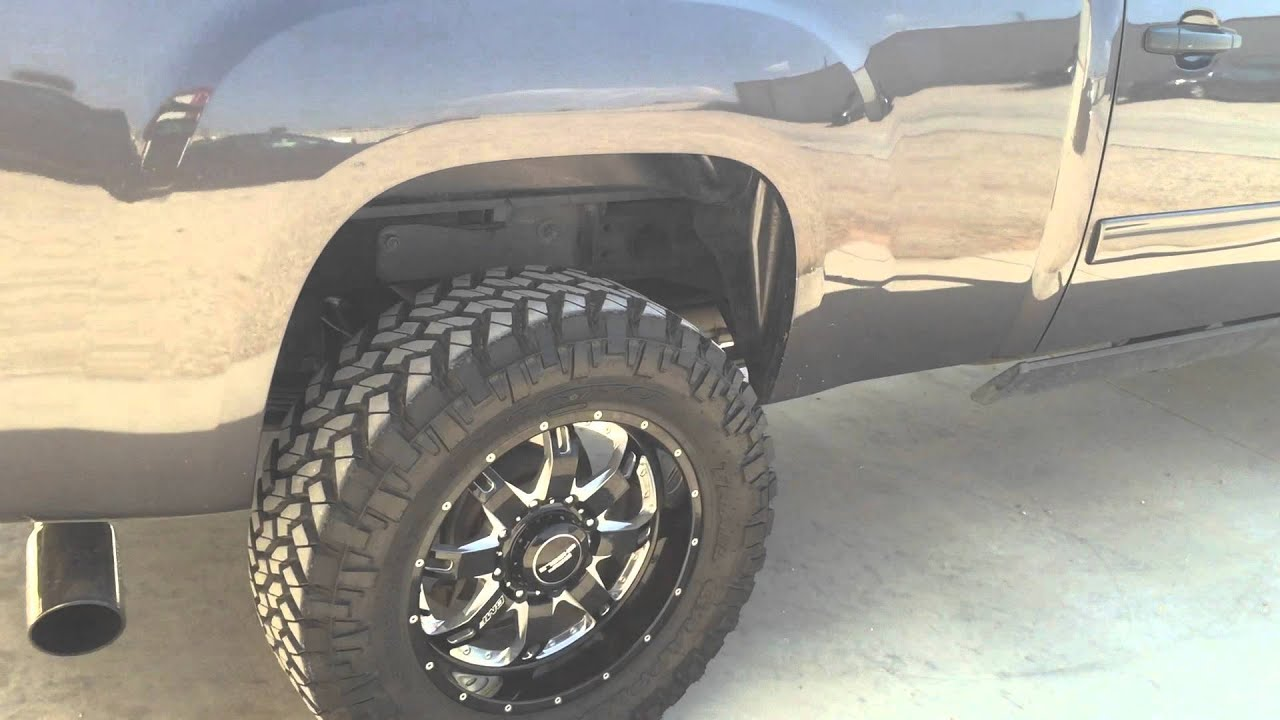 Duramax HD with 35/12.50 on leveling kit. - YouTube