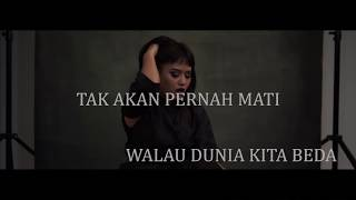 Video Mytha Lestari - Takkan Pernah Mati. Ost Nini Thowok The Movie (Official Lyric Video) download MP3, 3GP, MP4, WEBM, AVI, FLV Oktober 2018