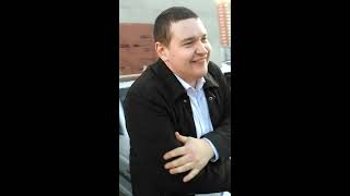 пьяный Андрей бьёт стекло прикол)