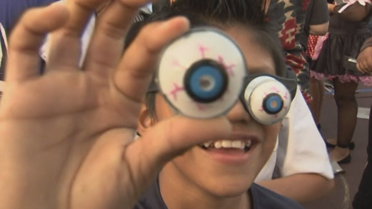 people wearing googly eye glasses set guinness world record youtube