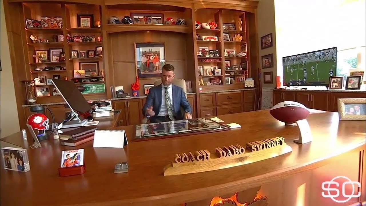 Marty Smith tours Clemson's football facility | ESPN - YouTube