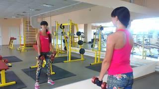 Упражнения для рук в тренажерном зале