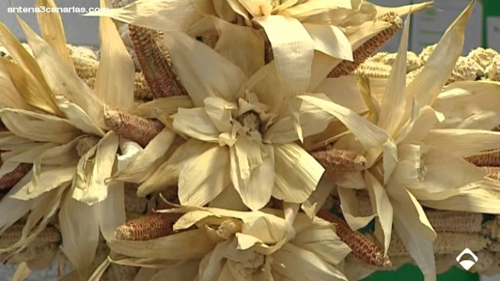Materiales reciclados para las cruces escolares youtube for La madera es reciclable