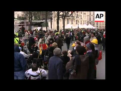 Hundreds of disabled people protest against changes to law