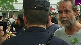 Willy Toledo a un policía: