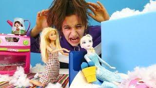 Barbie hastalanan Elsa'ya bakıyor! Karlar Ülkesi Türkçe