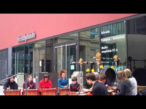 """""""Musikwissenschafts-Studenten der Uni Leipzig am 12.052012. Uni-Campus"""""""