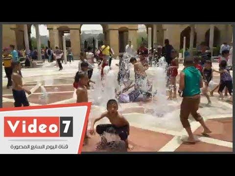 نافورة حديقة الأزهر تتحول لحمام سباحة فى ثانى أيام عيد الفطر  - 13:22-2018 / 6 / 16