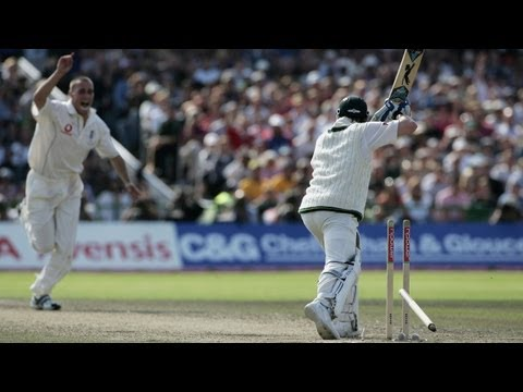 Simon Jones bowls Michael Clarke - Ashes 2005