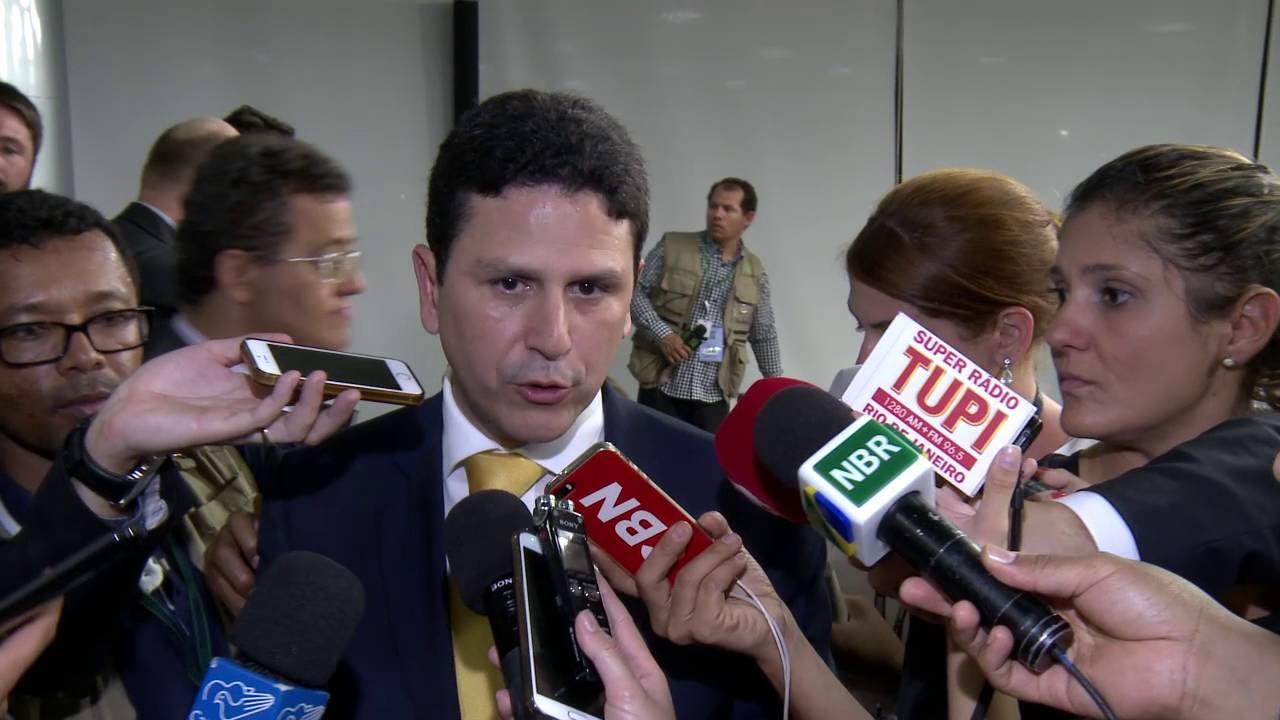 Resultado de imagem para O tucano Bruno Araújo, ministro das Cidades,