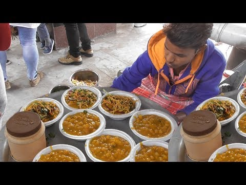 Young Hard Worker Selling Ghugni in The Railway Station - @ 10 rs Plate -  Indian Street Food