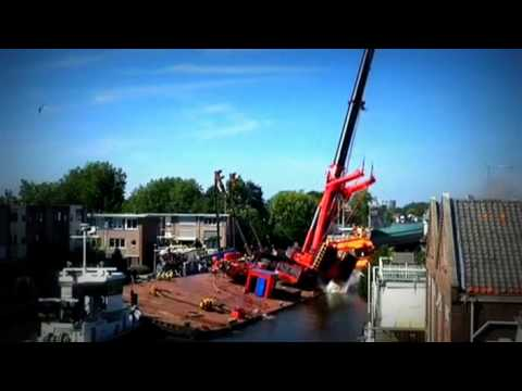 Dutch cranes collapse in Alphen aan den Rijn   BBC News