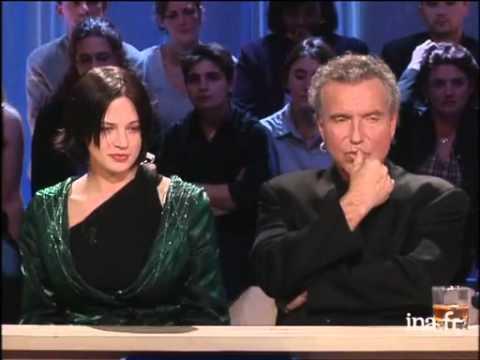 """Asia Argento sur sa carrière et """"Scarlet Diva"""" - Archive INA"""