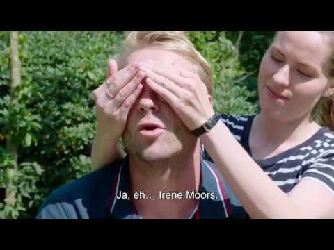 Leo Alkemade geeft een Ticket to Tilburg aan… Sanne Langelaar
