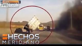 Video: Camión se colea y afortunadamente no se voltea