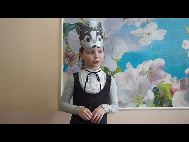 Изображение предпросмотра прочтения – ЕленаМайорова читает произведение «Потешка  В деревне» (Русский фольклор )