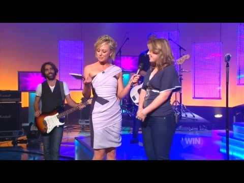 Kelly Clarkson - TV Interview - 6 June 09 - Australia's Funniest Home Videos
