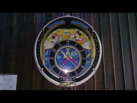 プーさんのメロディー掛け時計 :: VideoLike