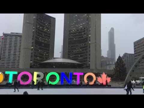 Christmas in the City | Hudson Bay Christmas Window Displays 2018 | Toronto