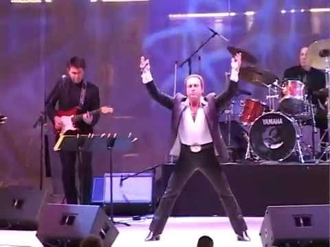 Tom Jones Impersonator Harmik Live at Fremont Street. No One Does It Better   Tom Jones Clone