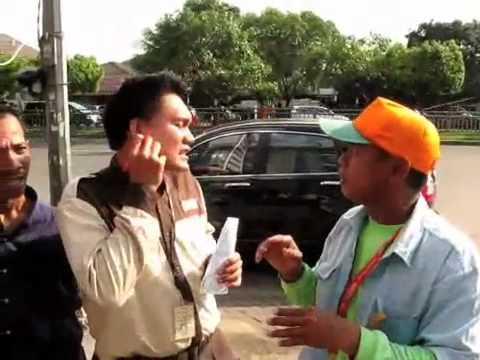 Hassan, Mute Parking Attendant in Jakarta