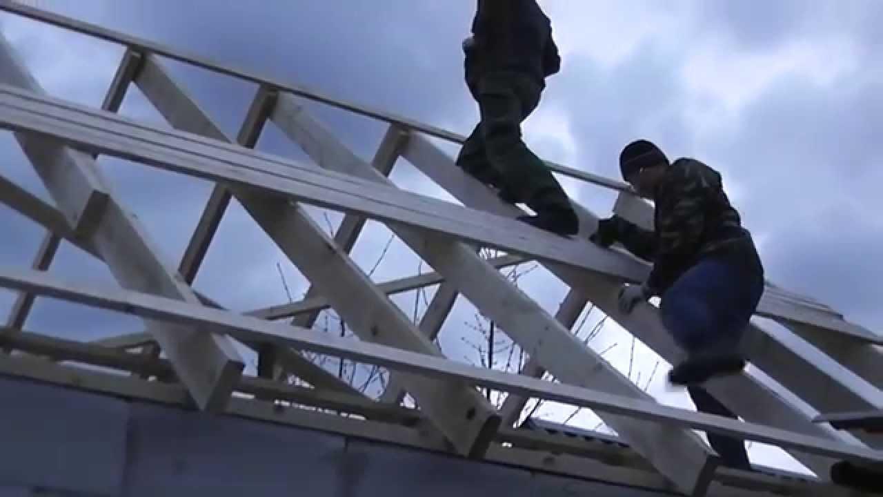 Вывод металлической дымоходной трубы через крышу из профнастила 18