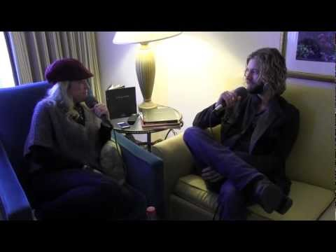 Casey James in the Spotlight with Lia!