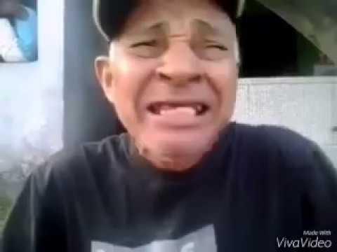Velho cantando a musica do Chorão