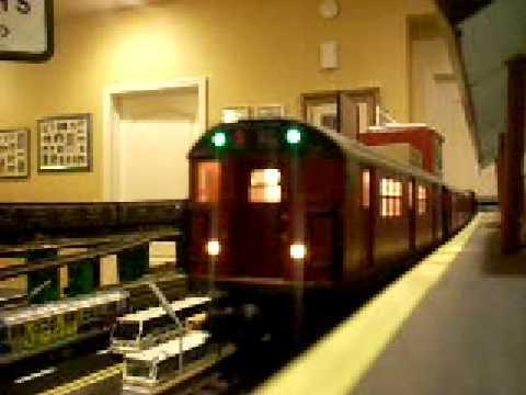 mth r21 redbird subway cars doovi. Black Bedroom Furniture Sets. Home Design Ideas