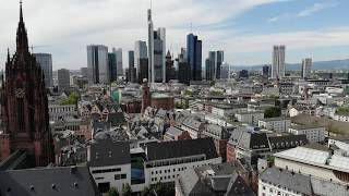 Flug durch die neue historische Altstadt in Frankfurt am Main