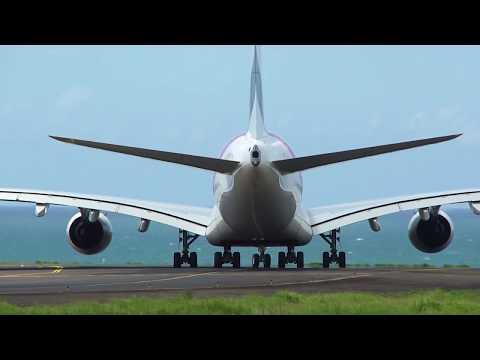 Airbus A380-861 Emirates à St Denis de la Réunion,aéroport Roland Garros