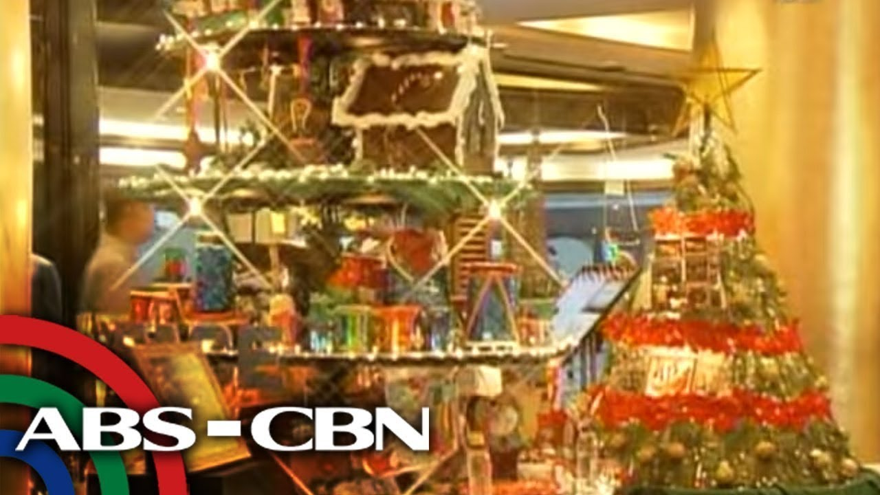 Celebrities show off their Christmas trees | Rated K