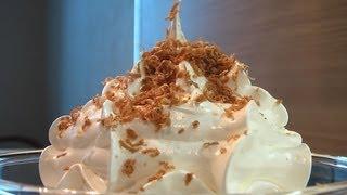 Десерт заварной белковый крем. Очень вкусно!(Сайт проекта: http://www.videocooking.ru Белок 1 шт. Сахар 125 г. Вода 50 мл. Лимонная кислота Соль Сахар растворяем в воде,..., 2012-12-28T14:50:29.000Z)