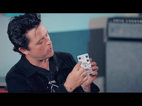 Palmer - Watch Billie Joe Armstrong Test Out His New 'Dookie' Guitar Pedal