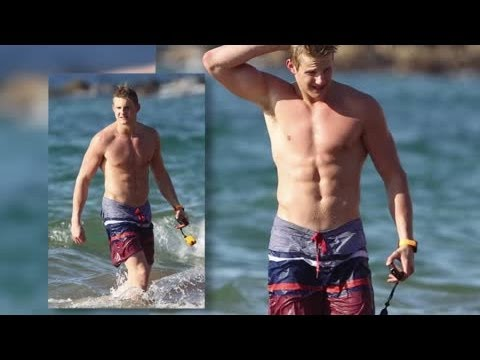 Alexander Ludwig Goes Shirtless In Hawaii - Splash News | Splash News TV | Splash News TV