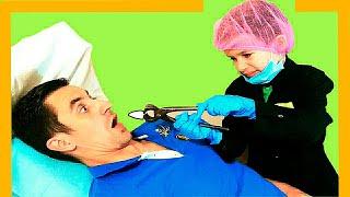 Тима играет в профессию как доктор
