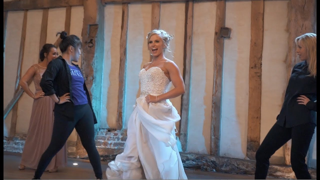 Best First Dance Ever Dancer Bride Shocks Husband With Her Moves