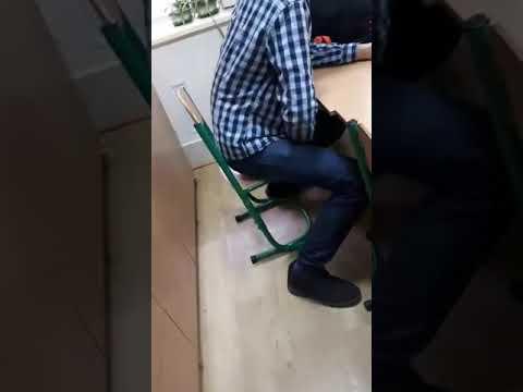 aziatku-video-prigaet-na-butilke-pri-fistinge