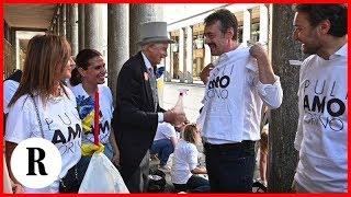 Torino, commercianti e cittadini armati di stracci e ramazze puliscono i portici di via Roma