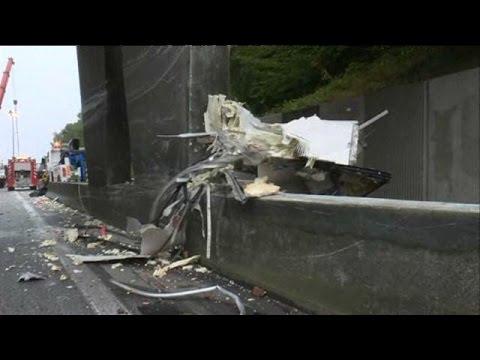 A13 : le poids-lourd a heurté un pont